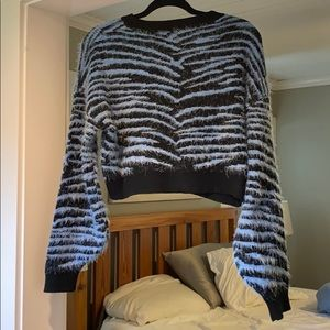 Cropped sweater black and blue